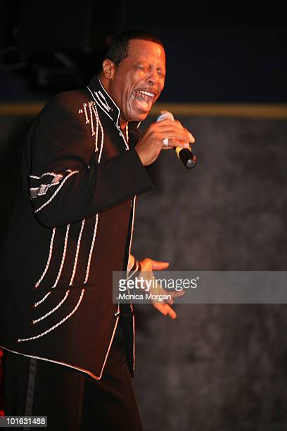 Ali Ollie Woodson performs at the 2008 Motown Historical Museum fundraising gala at Arturo's Jazz Theatre Restaurant on November 13 2008 in...