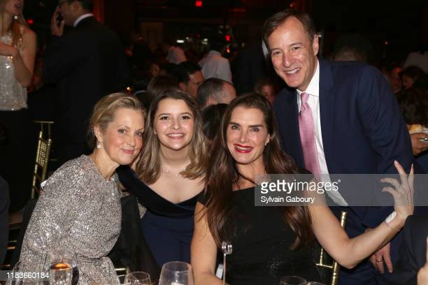 Ali Wentworth Samantha Jaye Brooke Shields and David Lang attend Child Mind Institute 2019 Child Advocacy Award Dinner at Cipriani 42nd Street on...