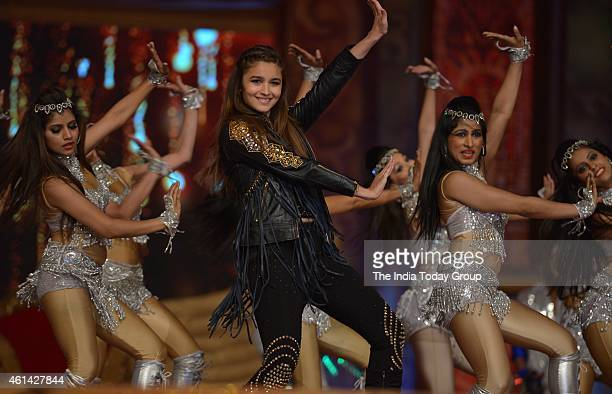 Alia Bhatt performing in Mumbai police show UMANG at Andheri sports complex