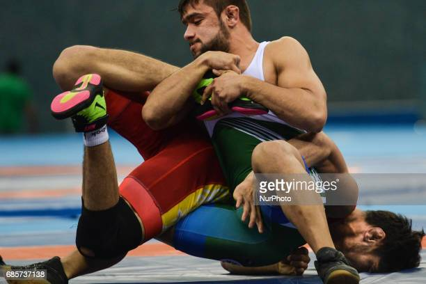 Alibek Osmonov of Kyrgyzstan competes against Abdul Wahab of Pakistan in the Mens Freestyle Wrestling 61kg semifinals during Baku 2017 4th Islamic...