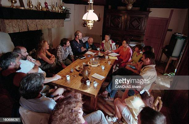 Alice Bove Brings Togheter At Her Home In Montredon The Members Of Movement After The Imprisonment Of Her Husband En France le 6 septembre 1999 Alice...