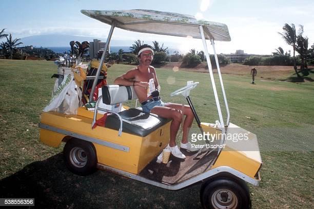 Alice Cooper auf dem Golfplatz im Urlaub am auf Maui Hawaii USA