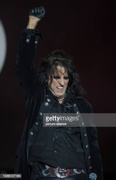 Alice Cooper from the 'Hollywood Vampires' stands on stage at Hessian Day in Herborn Germany 29 May 2016 The 'Hollywood Vampires' concert with Johnny...