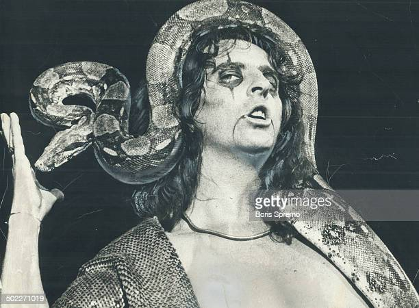 Alice Cooper shows his bizarre side with his 11foot boaconstrictor