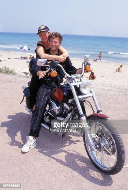 Alice Dona et Laurent Boyer en vacances en moto dans le sud de la France le 21 juin 1989 France