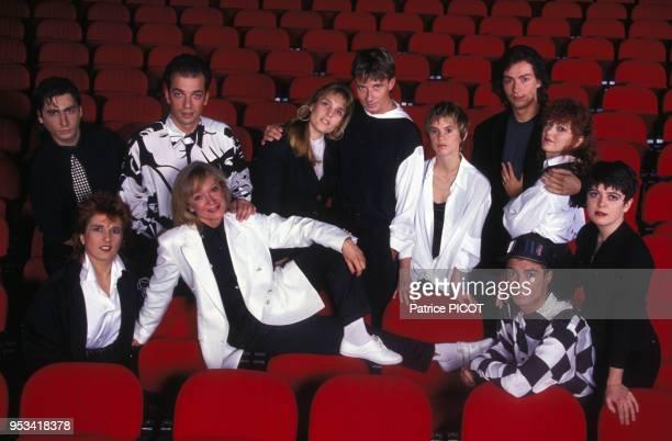 Alice Dona et les élèves de son école d'artistes en septembre 1991 à Paris France