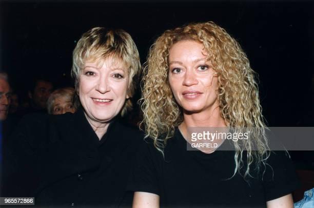 Alice Dona et sa fille Raphaëlle Ricci à la Générale de la comédie musicale Mégalopolis le 18 février 1999 à Paris France