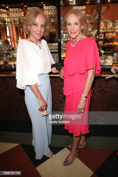 Alice Kessler and her twinsister Ellen Kessler during the premiere of 'Eine MittsommernachtsSexKomoedie' at Komoedie im Bayerischen Hof on August 1...