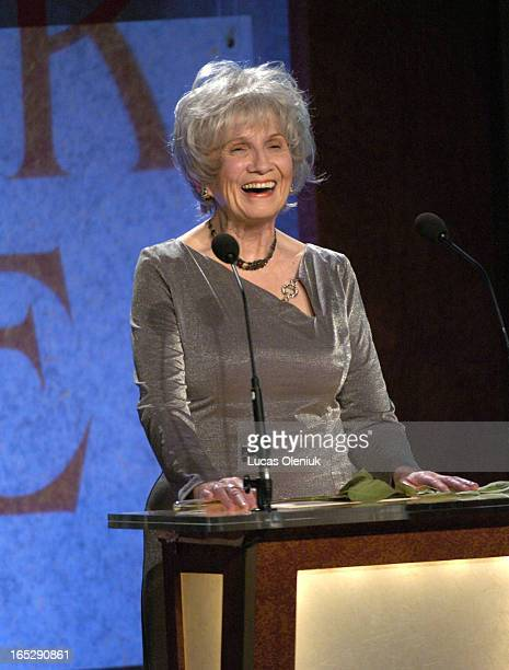 Alice Munro accepts the 2004 Giller Prize for her collection of short stories entitled 'Runaway' Thursday night at the Four Season's Hotel in Toronto