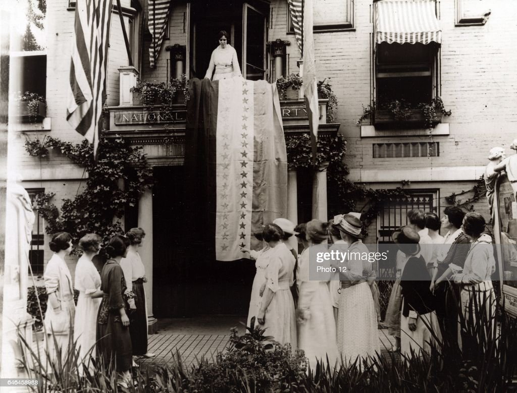 Alice Paul and other suffragists in 1920 : News Photo