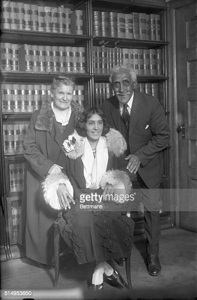 Alice Rhinelander poses with her mother and father during the annulment trail of her marriage to Leonard 'Kip' Rhinelander Alice Jones was the...