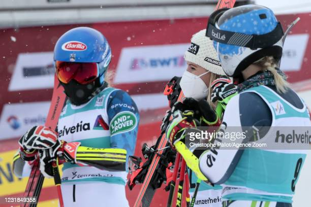 Alice Robinson of New Zealand takes 1st place, Mikaela Shiffrin of USA takes 2nd place, Meta Hrovat of Slovenia takes 3rd place during the Audi FIS...