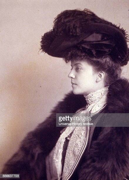 Alice Roosevelt Longworth by photographer Frances Johnston 1901 Alice Lee Roosevelt Longworth was an American writer and prominent socialite She was...