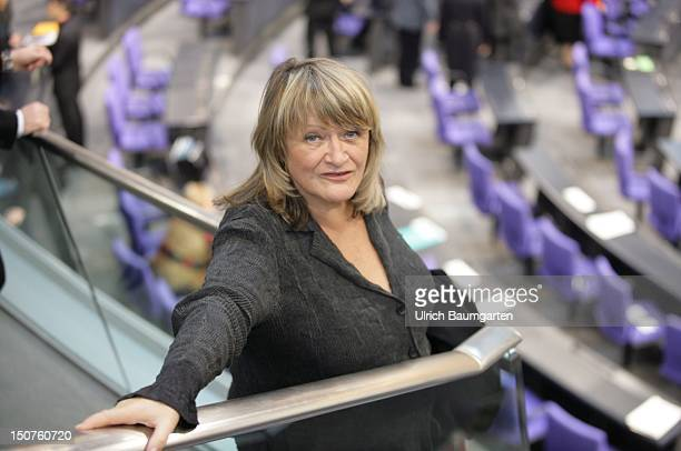 Alice SCHWARZER publisher of the magazine Emma at the sewaringin ceremony of Federal Chancellor Angela MERKEL in the Federal German Parliament