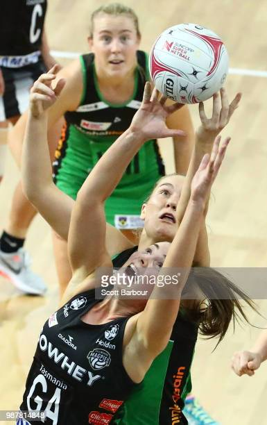 Alice TeagueNeeld of the Magpies and Courtney Bruce of the Fever compete for the ball during the round nine Super Netball match between the Magpies...