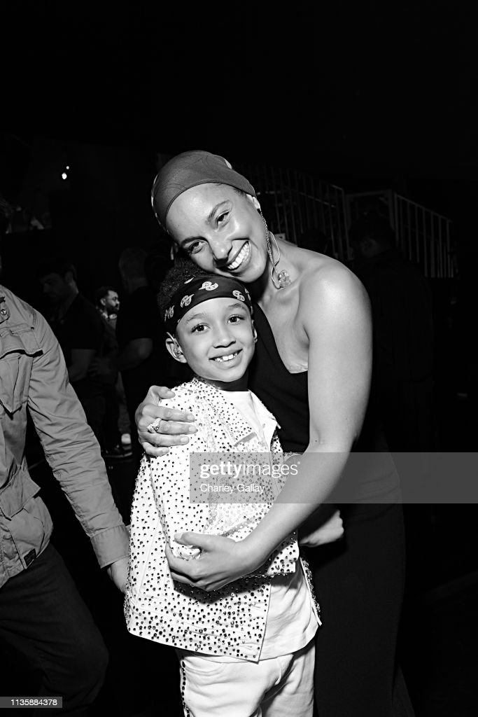 3893d9a0dcf 2019 iHeartRadio Music Awards - Backstage   News Photo