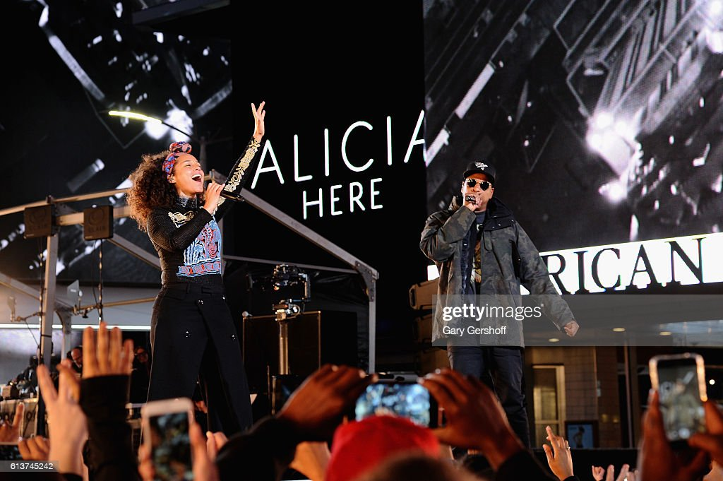 """Alicia Keys Celebrates Upcoming New Album """"HERE"""" With Special Show in Times Square : News Photo"""