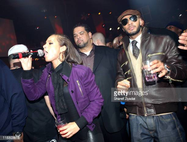 Alicia Keys and Swizz Beatz perform at M2 Ultra Lounge on December 18 2009 in New York City