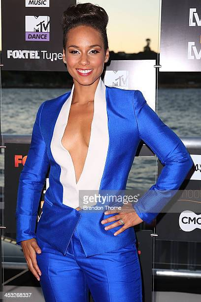 Alicia Keys arrives at the Foxtel Music Channels Summer Launch at the Botanic Gardens on December 3 2013 in Sydney Australia