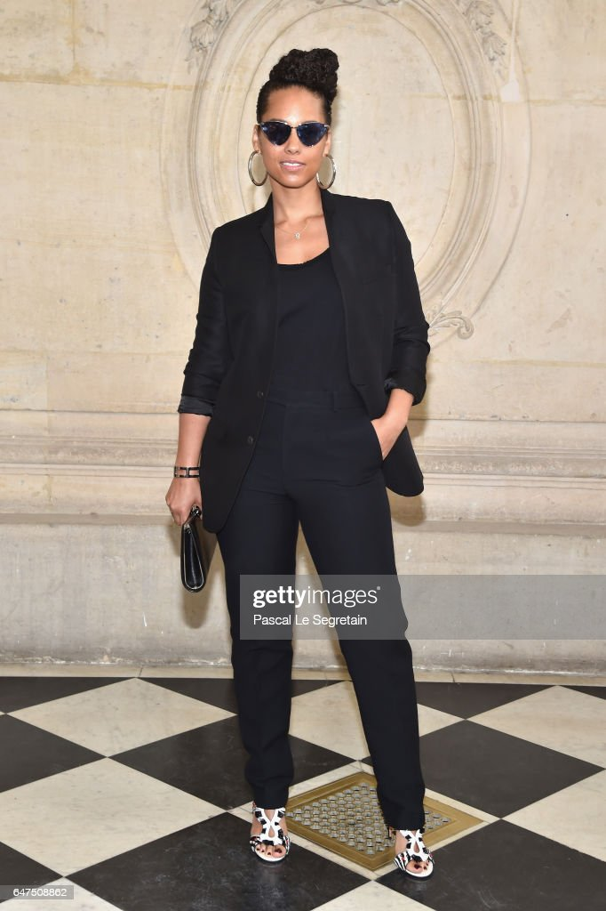 Christian Dior : Photocall - Paris Fashion Week Womenswear Fall/Winter 2017/2018 : News Photo