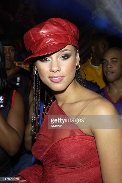 Alicia Keys backstage at the NBA AllStar Read to Achieve Celebration in Philadelphia Saturday February 9 2002
