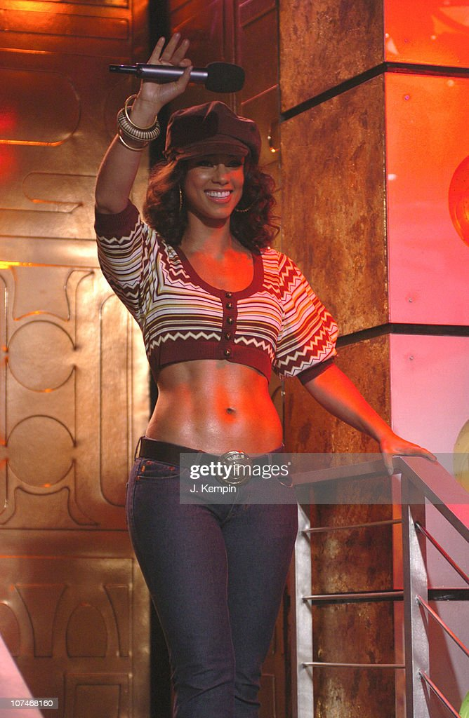 "Alicia Keys, Evangeline Lilly, Josh Lucas and the Cast of ""Glory Road"" Visit MTV's ""TRL"" - January 11, 2006 : News Photo"