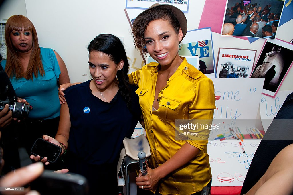 Organizing For America West Philadelphia Volunteer Event With Alicia Keys : ニュース写真