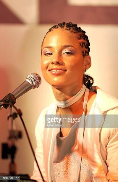 Alicia Keys Performing At House Of Commons London Britain 15 Mar 2002 Alicia Keys