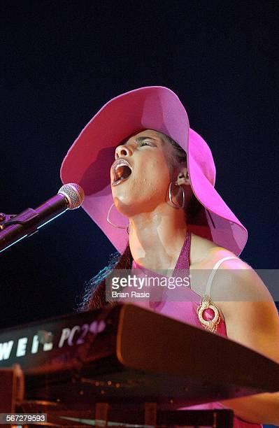 Alicia Keys Performing At Wembley Arena London Britain 2002 Alicia Keys