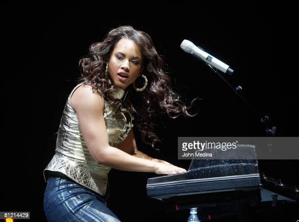 Alicia Keys performs at HP Pavilion on May 10, 2008 in San Jose, California.