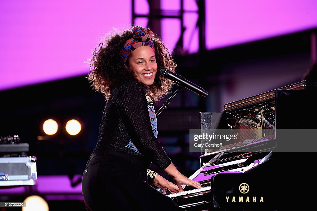 Alicia Keys Celebrates Upcoming New Album 'HERE' With Special Show in Times Square : News Photo
