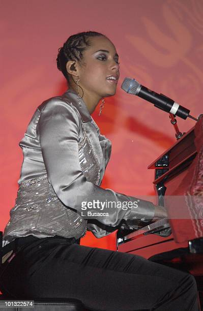 Alicia Keys Performs