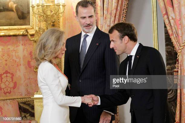Alicia Koplowitz King Felipe VI of Spain and French President Emmanuel Macron attend a reception before the official dinner at the Royal Palace on...