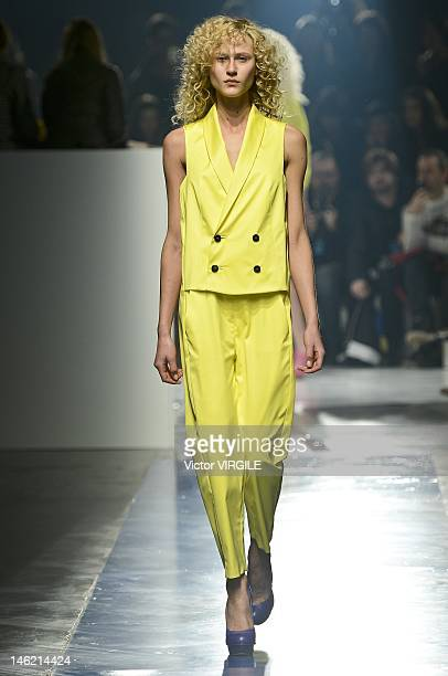 Alicia Kuczman walks the runway during the Alexandre Herchcovitch show as part of the Sao Paulo Fashion Week Spring/Summer 2013 on June 11 2012 in...