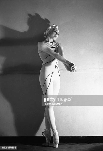 Alicia Markova in Rouge et Noir, 1939. Ballet Russes de Monte Carlo. Choreography by Massine, costumes by Matisse. Markova, Alicia: Born London,...