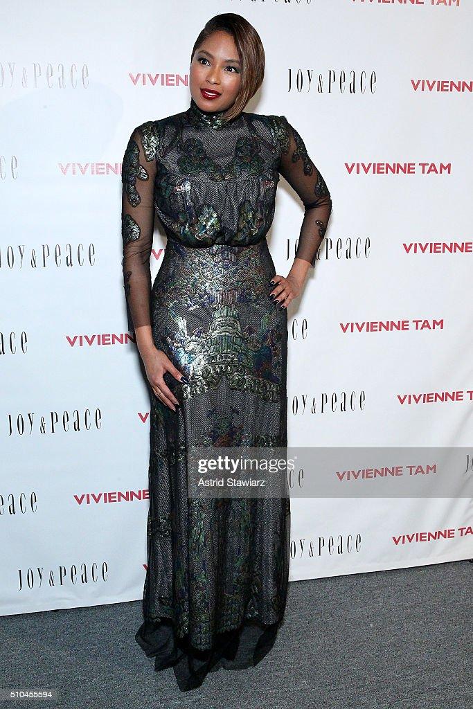 Vivienne Tam - Backstage - Fall 2016 New York Fashion Week: The Shows