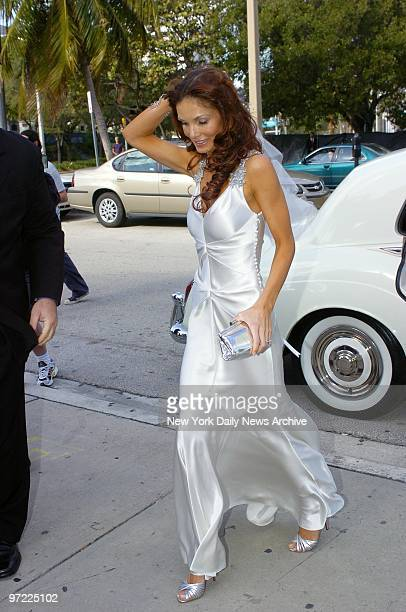 Alicia Rickter arrives at St Jude's Catholic Church in Miami for her wedding to New York Mets' catcher Mike Piazza