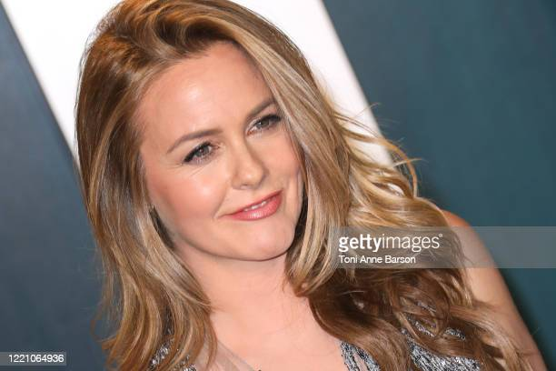 Alicia Silverstone attends the 2020 Vanity Fair Oscar Party at Wallis Annenberg Center for the Performing Arts on February 09, 2020 in Beverly Hills,...