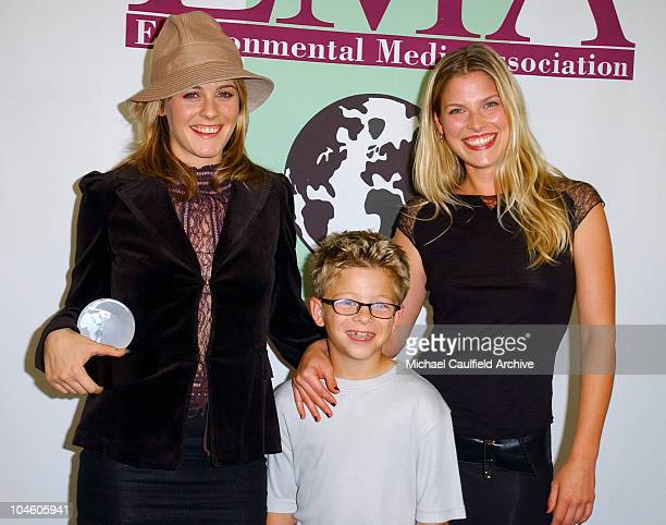 Alicia Silverstone left holds her award while posing backstage alongside Jonathan Lipnicki and Ali Larter during the 11th Annual Environmental Media...