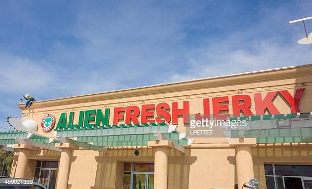 エイリアン新鮮な jerky - カリフォルニア州ベーカー ストックフォトと画像