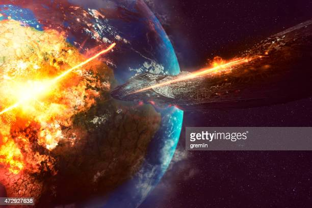 alien spaceship destroying earth - spaceship stock photos and pictures