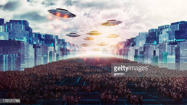 alien ufo attack on the future city of earth - military invasion stock pictures, royalty-free photos & images