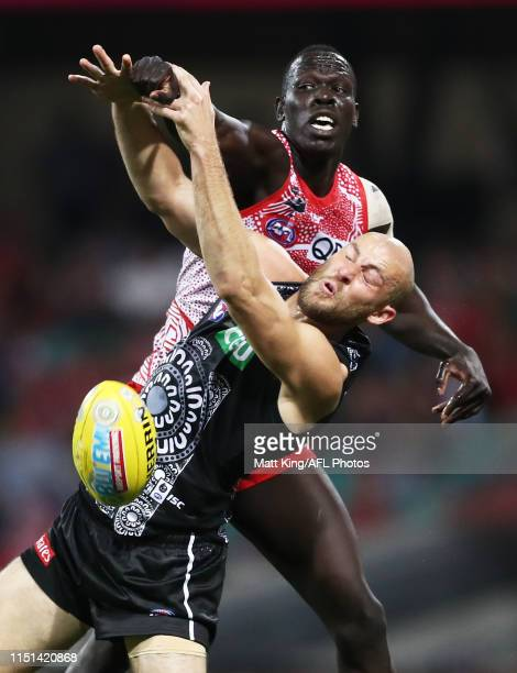 Aliir Aliir of the Swans competes for the ball against Ben Reid of the Magpies during the round 10 AFL match between the Sydney Swans and the...