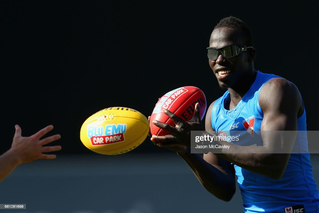 Aliir Aliir of the Swans trains with vision distorting glasses during a Sydney Swans AFL training session at Sydney Cricket Ground on May 10, 2017 in Sydney, Australia.