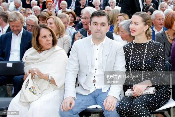 Aliki Goulandris Russian politician Stanislav Voskresensky and Russian actress Svetlana Dryga during the Jose Carreras concert at Thurn Taxis Castle...