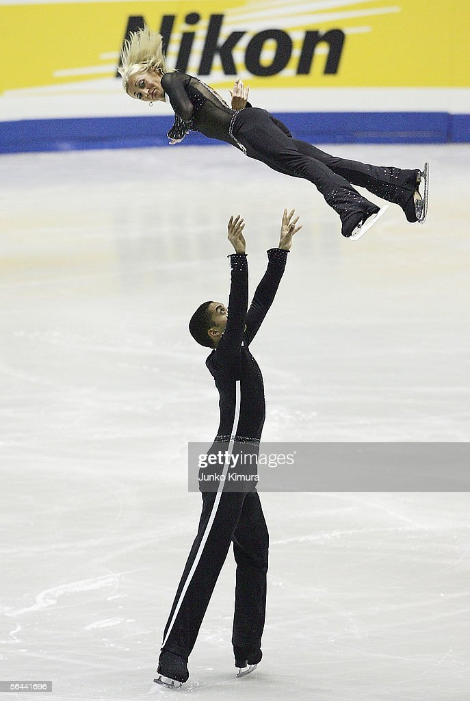 Aliona Savchenko and Robin Szolkowy of Germany skate during the Grand Prix Of Figure Skating Final 2005/2006, Pairs at Yoyogi National Gymnasium on December 16, 2005 in Tokyo, Japan.