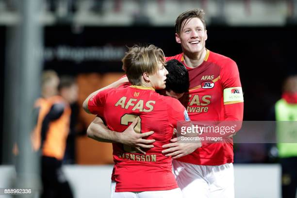 Alireza Jahanbakhsh of AZ Alkmaar celebrates 10 with Jonas Svensson of AZ Alkmaar Wout Weghorst of AZ Alkmaar during the Dutch Eredivisie match...
