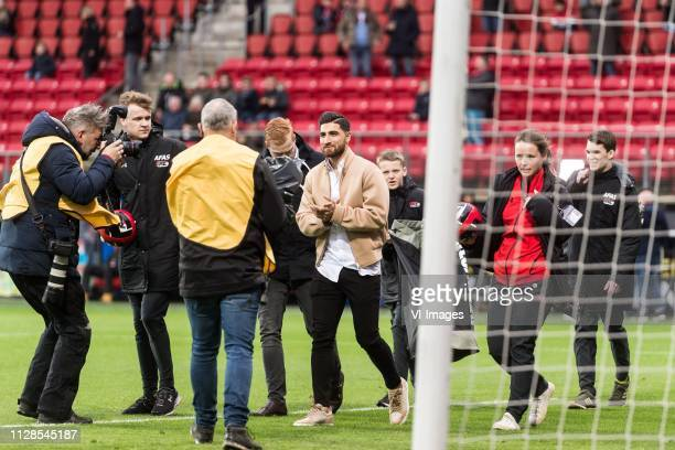 Alireza Jahanbakhsh said farewell to the supporters of AZ during the Dutch Eredivisie match between AZ Alkmaar and Fortuna Sittard at AFAS stadium on...
