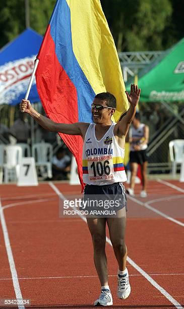 Alirio Carrasco de Colombia celebra luego de ganar el Oro de los 5000 metros planos de los XV Juegos Bolivarianos en la ciudad de Armenia...