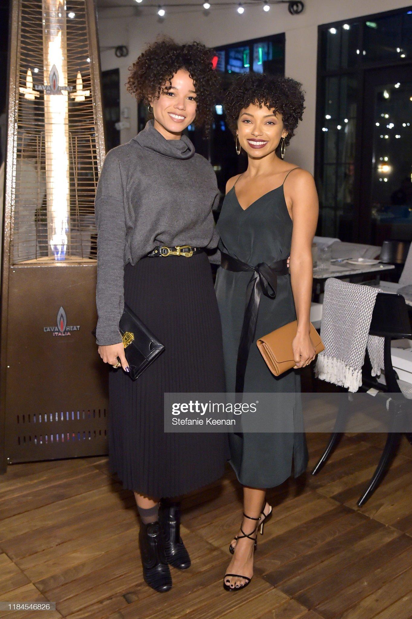 ¿Cuánto mide Logan Browning? - Altura - Real height Alisha-wainwright-and-logan-browning-as-cuyana-x-rad-host-panel-and-picture-id1184546826?s=2048x2048